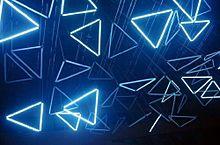 人気の三角形モチーフは、フレンチネイルに合わせるとスタイリッシュ&上品になる♪の画像(スタイリッシュに関連した画像)
