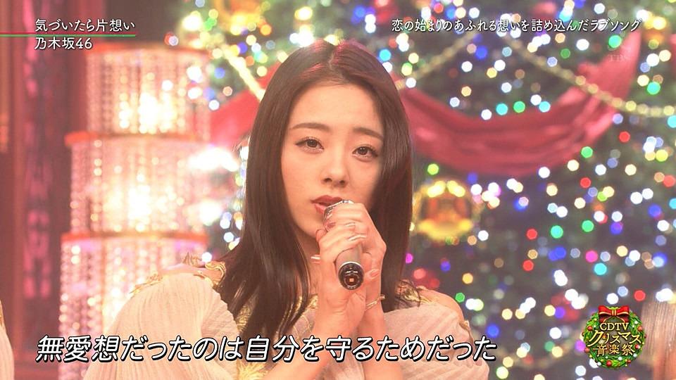 ステージで歌う川村真洋です。