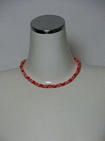 古風なファッションアテンダント桐谷さんの伝統的なネックレスの画像(ネックレスに関連した画像)