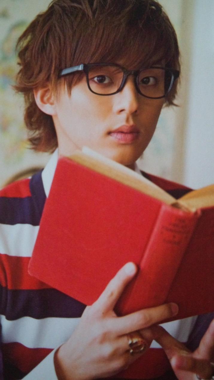 読書をする藤ヶ谷太輔