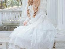 白いドレスで座る女の子の画像(プリ画像)