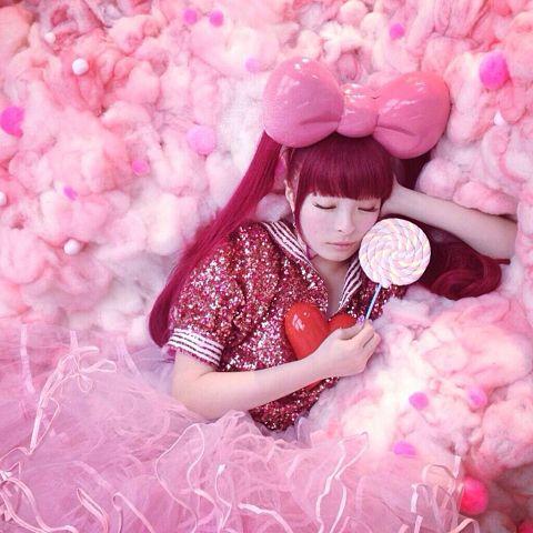 お菓子の国の居眠り姫のようなきゃりーぱみゅぱみゅ