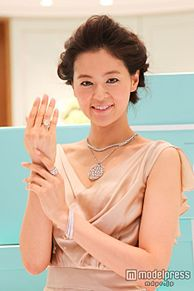 3億超のジュエリーを胸元に纏った黒谷友香、イケメン20人からプロポーズ殺到の画像(プリ画像)