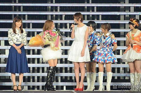 前田敦子・篠田麻里子、サプライズ出演に板野友美号泣の画像 プリ画像