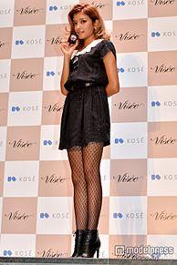 ローラ、ミニワンピ×網タイツで登場 メイクのこだわりを明かすの画像(モデルプレスに関連した画像)