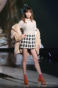 藤井リナ、ミニスカでスラリ美脚披露 「神コレ」1万2千人魅了の画像(モデルプレスに関連した画像)