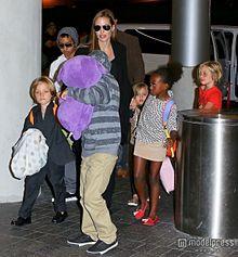 ブラピがいないと大変そう!アンジェリーナ・ジョリーが子ども6人を連れてLAから出発の画像(モデルプレスに関連した画像)
