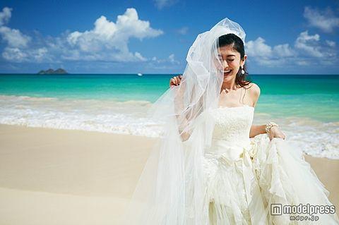 山田優、ハワイで将来の子宝を祈る 純白の花嫁姿も披露の画像 プリ画像