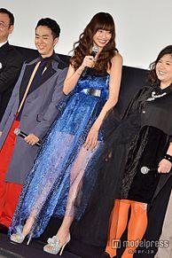 片瀬那奈、セクシードレスで美脚披露「ちょっとお尻のほうが…」の画像(プリ画像)