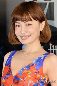 平子理沙、大胆ドレスで美バストチラリ 美貌キープの秘訣を明かすの画像(平子理沙に関連した画像)