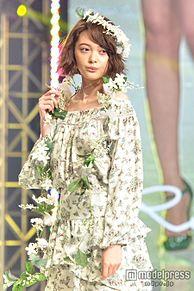 玉城ティナ、美デコルテを披露 花づくしの可憐な姿で観客魅了<神戸コレクション2015S/S>の画像(デコルテに関連した画像)