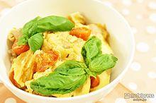 自宅で簡単!カフェ風ランチ「チーズとトマトの洋風親子丼」<レシピ>の画像(プリ画像)