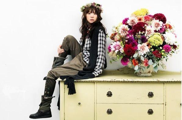モデル風な吉岡聖恵。