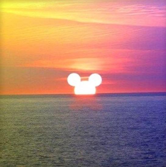 沈む夕日が・・。