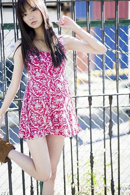 ピンクのミニワンピがよく似合っています!