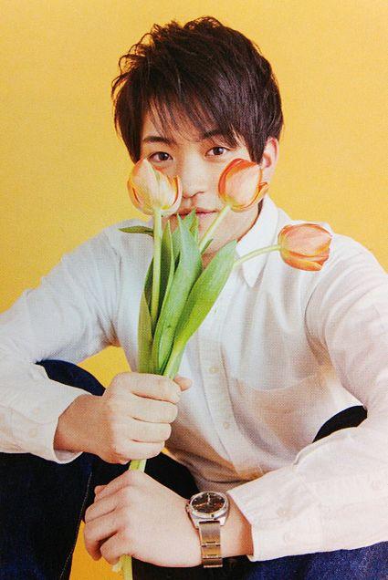 花も似合うイケメン。