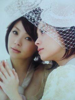 鏡に寄り添う松浦亜弥
