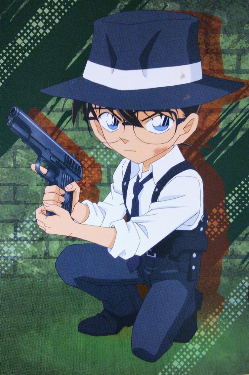 拳銃を構える江戸川コナン