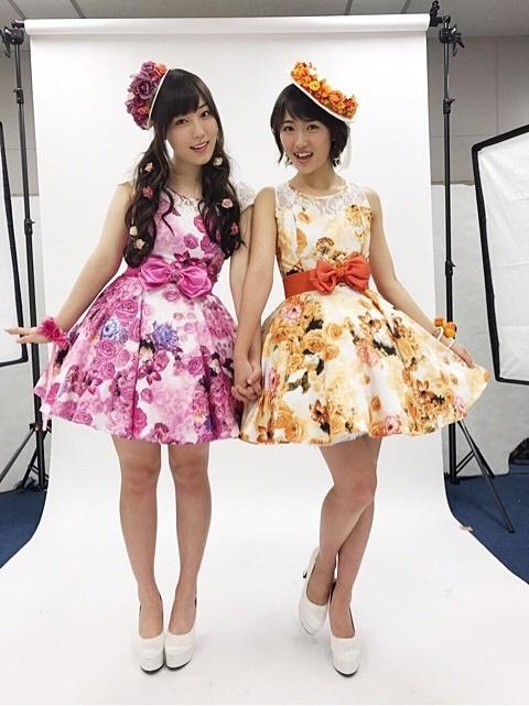 ピンクのドレス風の衣装を着る譜久村聖