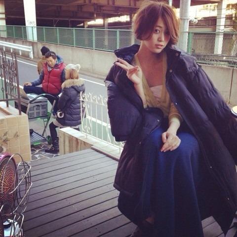 ダウンジャケットを着る坂田梨香子
