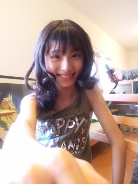 子供らしい笑顔の吉川愛