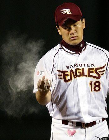 プロ野球選手の田中将大が集中している壁紙