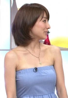 横向きの田中アナ