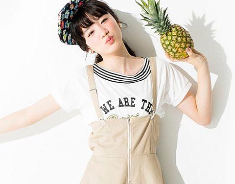 パイナップル片手に可愛い芽郁ちゃん。