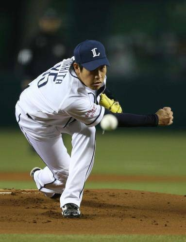 プロ野球選手の牧田和久投手 投げる姿の壁紙
