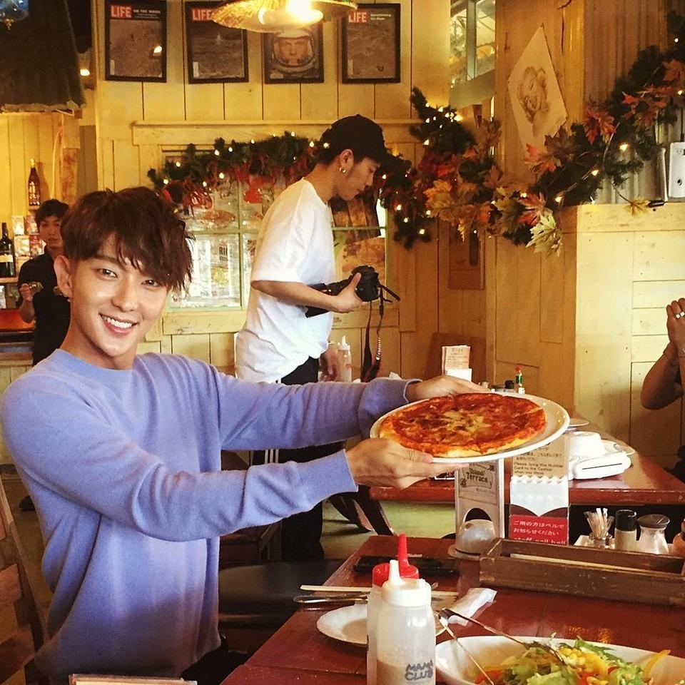ピザを食べるイ・ジュンギ!