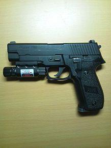ガスガン P226  レーザーサイト付きの画像(プリ画像)