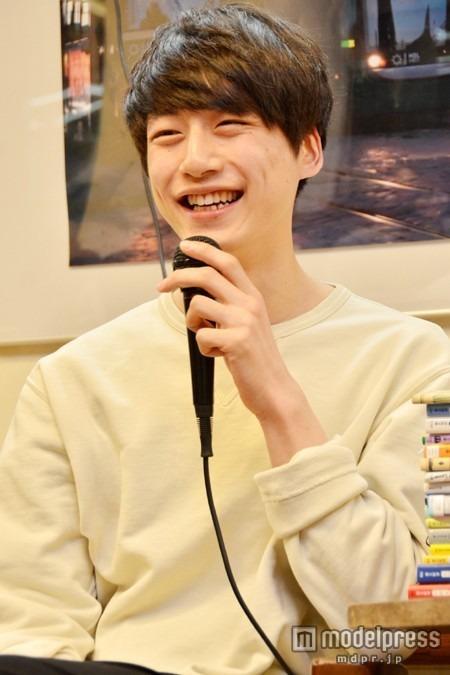 俳優もこなす坂口健太郎