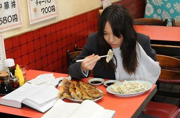 餃子と本と戸田恵梨香