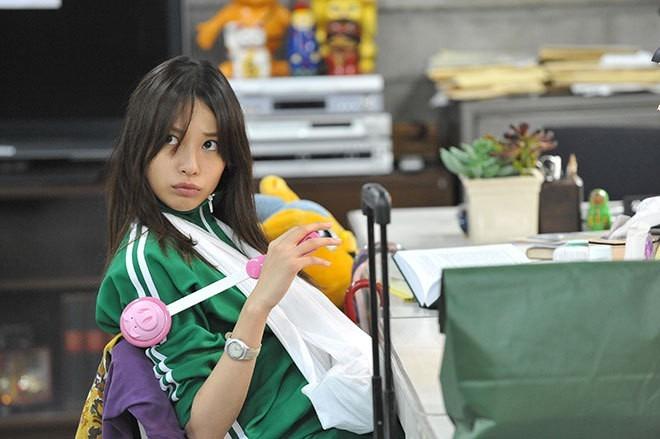 緑のジャージを着る戸田恵梨香