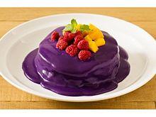 【Eggs 'n Things】こんなパンケーキ見たことない?! 色鮮やかなムラサキのソースたっぷりの、ハロウィン限定メニューとは?の画像(ライフスタイルに関連した画像)