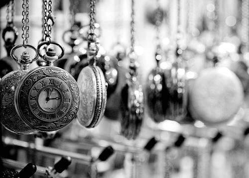 懐中時計のモノクロ・白黒写真の壁紙
