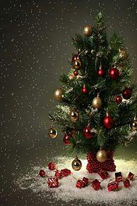 クリスマスツリー 幻想的 雪 背景 高画質 プリ画像