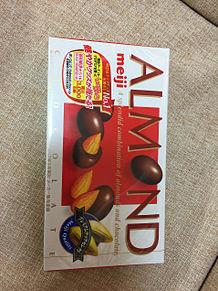 アーモンドチョコレート お菓子の画像(アーモンドに関連した画像)