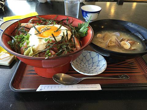 海鮮丼 魚介 味噌汁