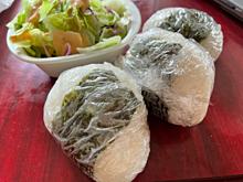 美女のランチ お昼ごはん おにぎり サラダの画像(おにぎりに関連した画像)