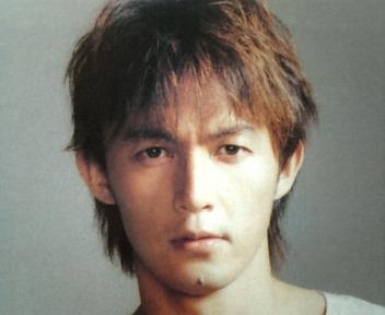エモ 髪型