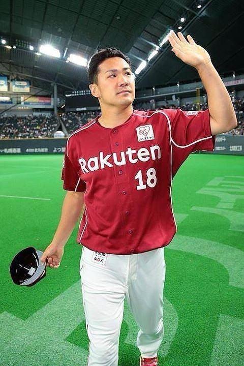 プロ野球選手の田中将大が手を振る壁紙
