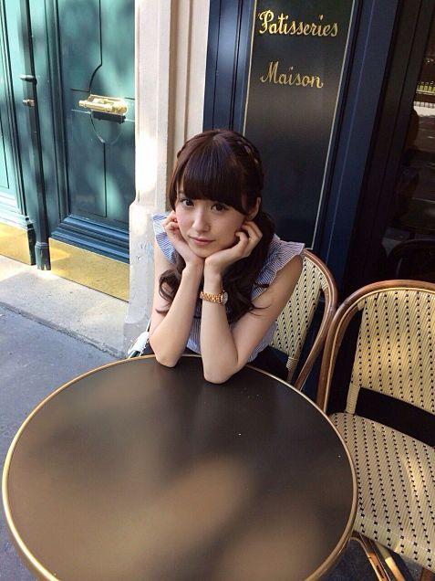 カフェで待ち合わせ風
