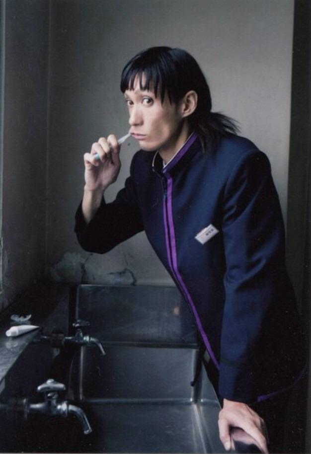 歯を磨く村田充