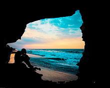 #孤独な少年#シルエット#海#洞窟の画像(一人ぼっちに関連した画像)
