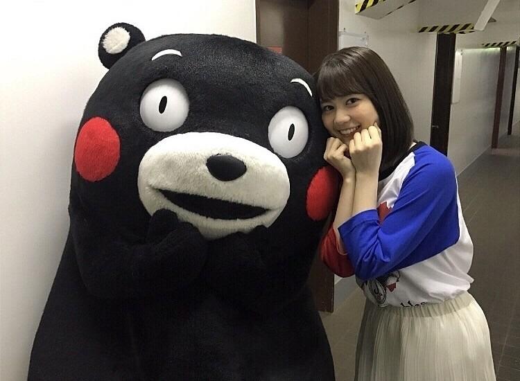 くまモンと一緒の生田絵梨花です。