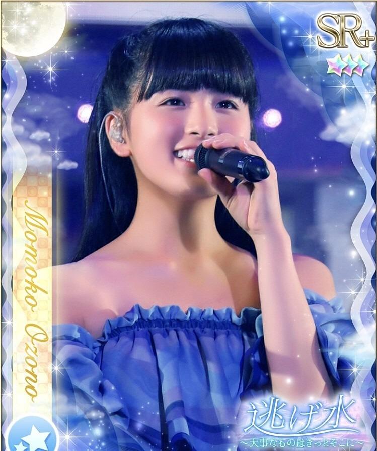 ステージで歌う大園桃子です。