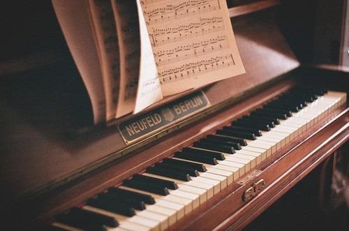 レトロなピアノ。