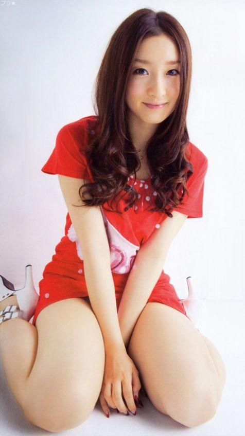 赤ワンピの梅田彩佳ちゃん