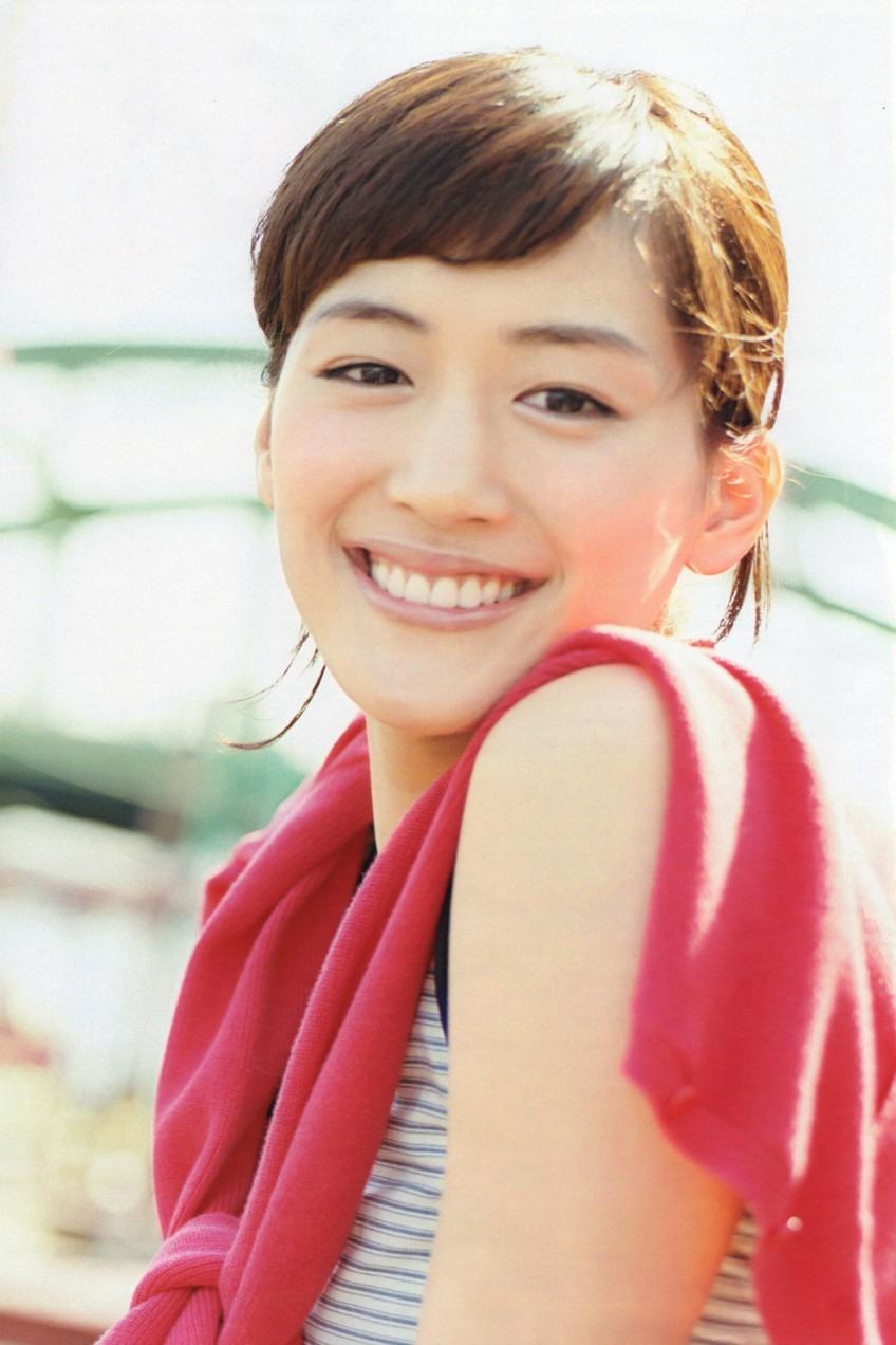 女優として大活躍中の綺麗なお姉さんの綾瀬はるかの高画質画像・壁紙を集めました。